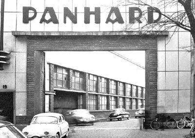 De poort van de Panhardfabriek in de zestiger jaren